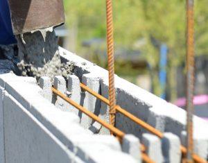 Remplissage d'un mur en blocs à bancher