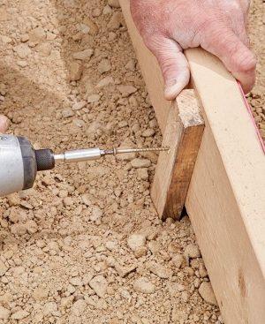 fixation du coffrage en bois