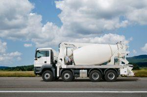 camion toupie avec pompe à béton