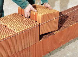 réaliser un mur en briques monomur