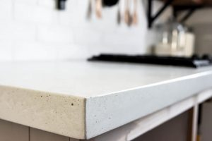 plan de travail en béton blanc