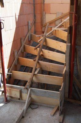 coffrage escalier intérieur en béton